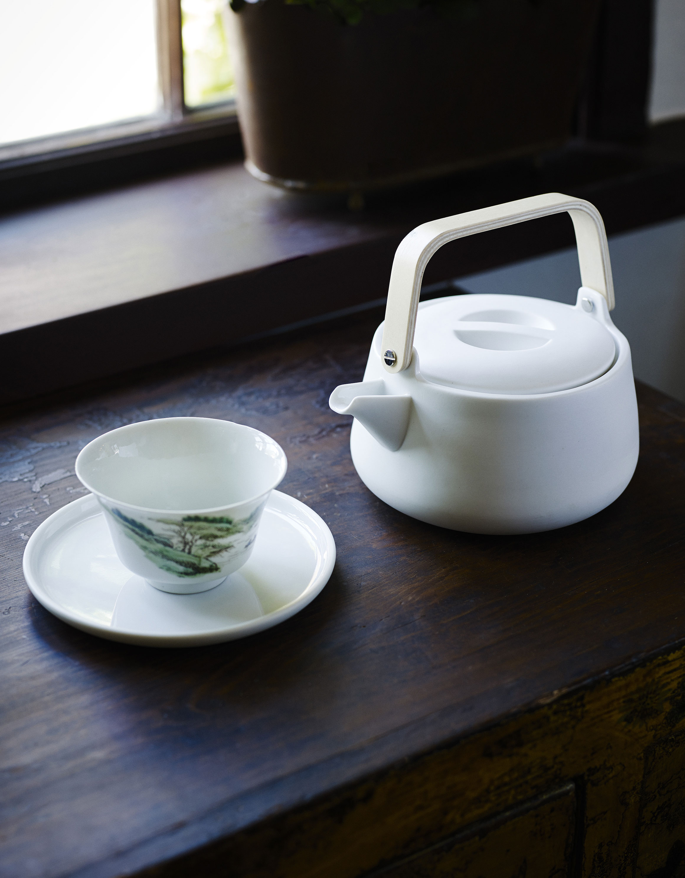 1600286-Nordic-Teapot-02RED